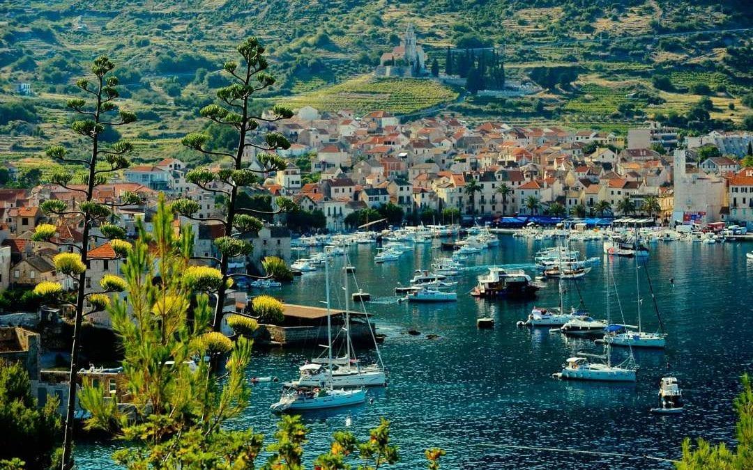 Ljeto u Hrvatskoj: Vis, Komiža – Hotel Biševo 2*
