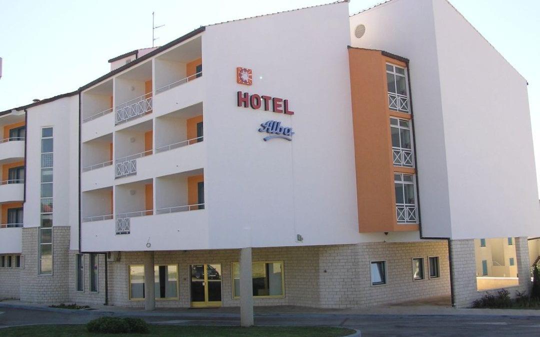 Ljeto u Hrvatskoj: Sv. Filip i Jakov – hotel Alba 3*