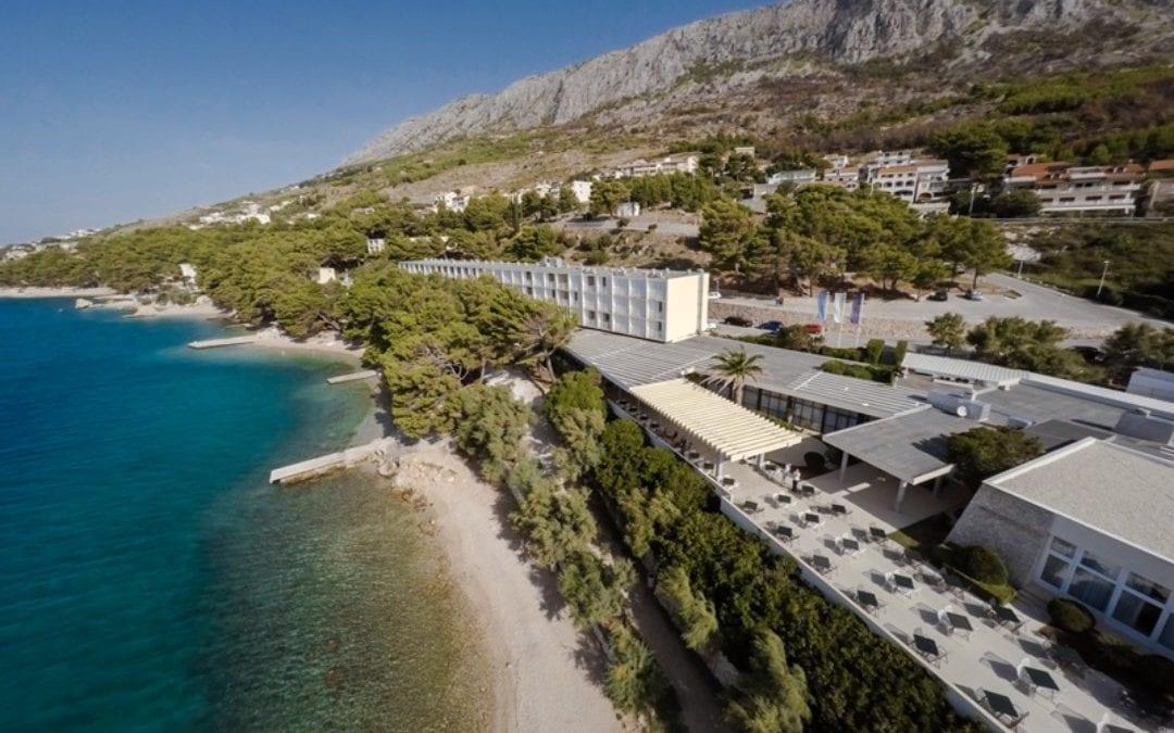 Ljeto u Hrvatskoj: Omiš – Hotelsko naselje Sagitta