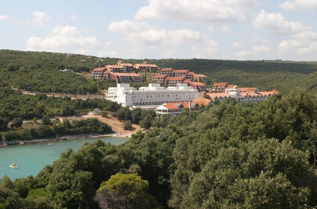 Ljeto u Hrvatskoj: Istra, Duga Uvala – Apartmani Hostin, Roža 3* i Garoful 3*